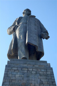volgograd-krasnoarmeysk-monument-v-i-lenina