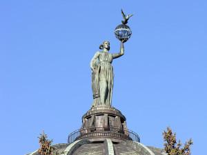 Sculpture_Mir_(Volgograd_Planetarium)